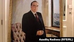 Heydər Əliyevin portreti (Rəssam Tahir Salahov)