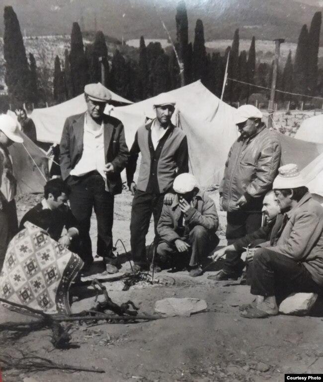 Палаточный лагерь крымских татар у села Красный Рай. Через 18 часов лагерь будет разгромлен в результате первого нападения правоохранителей. 9 июля 1992 года