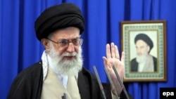 آیت الله خامنه ایی هشدار داد که ایران به حمله احتمالی علیه ایران واکنش سختی نشان خواهد