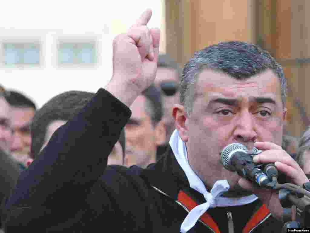К голодающим у стен парламента Грузии обратился лидер оппозиции Леван Гачечиладзе, 10 марта 2008
