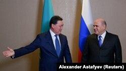 Премьер-министр Казахстана Аскар Мамин (слева) и его российский коллега Михаил Мишустин. 31 января 2020 года.