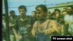 Logoraši u logoru Trnopolje