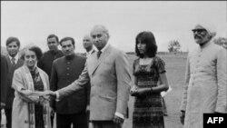 د پاکستان پخوانی وزیراعظم ذوالفار علي بټو او له خپل هیند سیال اندرا ګاندي سره په شمله کې ۱۹۷۲ م کال د جون ۲۸ نېټه