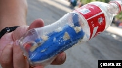 """Koka-kola"" idishiga solingan ""shpargalka""."