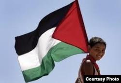 نماینده فلسطین این اقدام را گامی رو به جلو نامیده ولی نماینده آمریکا میگوید کمکی به نزدیک شدن طرفهای مذاکره نمیکند