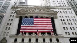 Нью Йорк биржасы, дөнья үзәге саналган Wall Street бүген төшенкелектә яши