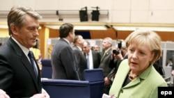 Angela Merkel şi Victor Iuşcenco cu ocazia semnării Parteneriatului estic