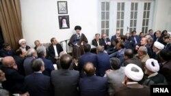 غیبت حسن روحانی، رئیسجمهوری ایران در دیدار شماری از مسوولان و مدیران نظام جمهوری اسلامی با رهبر ایران، قابل توجه بود