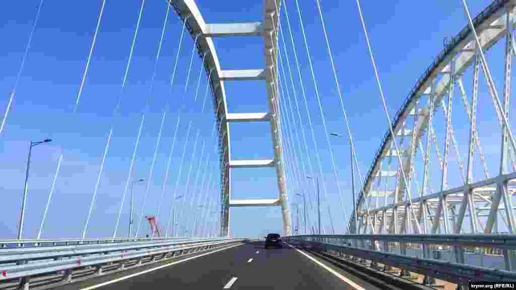 Кореспонденти Крим.Реалії проїхалися Керченським мостом. Автодорожню частину мосту, що будується через Керченську протоку, відкрили для руху легкових автомобілів 16 травня