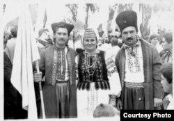 Юрий Чопик (крайний слева) во время празднования 500-летия казачества
