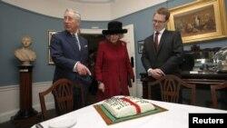 Принц Уэльский с супругой в доме-музее Диккенса в Лондоне