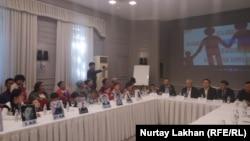 Встреча с участием детей, родители которых были задержаны в Китае в связи с предполагаемым нарушением порядка выхода из гражданства. Алматы, 31 мая 2018 года.
