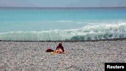Пляж в Ницце. Иллюстративное фото.