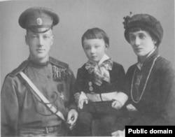 Anna Ahmatowa, Nikolaý Gumilew we ogullary Lew. 1915 ý.