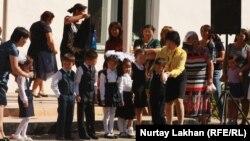 Школьная линейка в день начала учебного года.