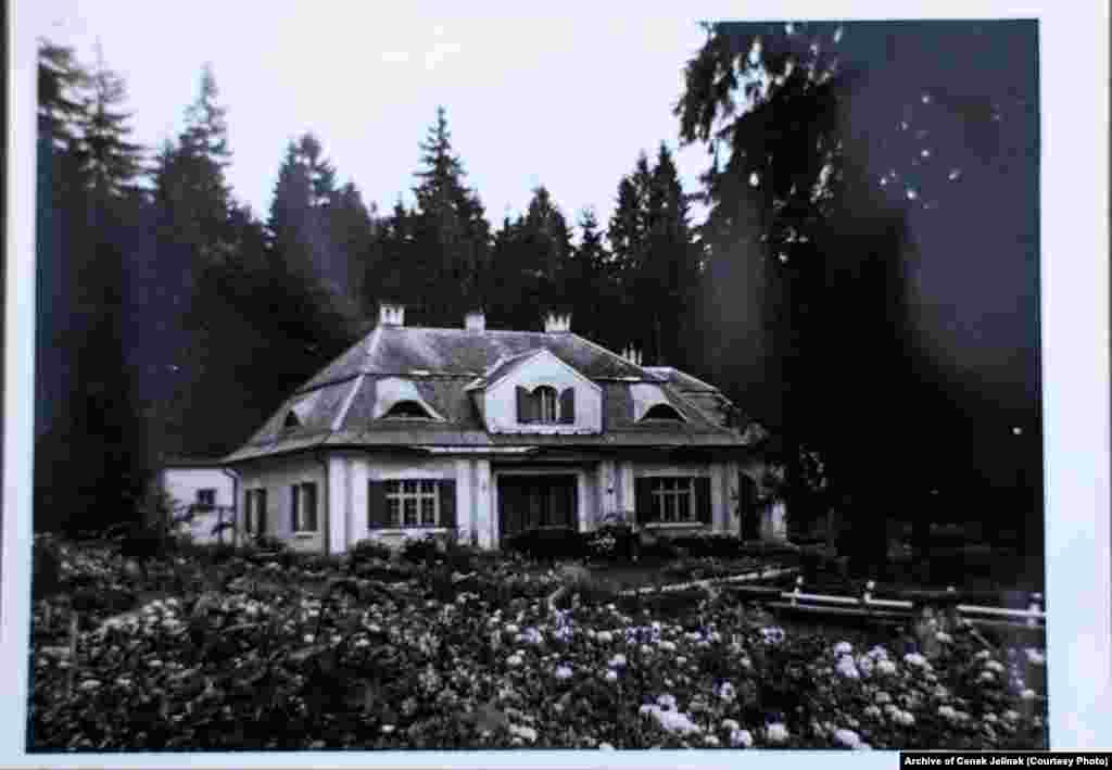 The hunting lodge in 1978-79