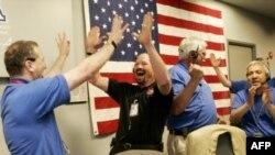 Pamje nga atmosfera festive pas aterimit të anijes Phoenix në Mars.