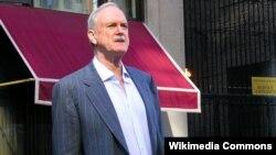 """John Cleese je najpoznatiji po ulogama u humorističkim serijama """"Leteći cirkus Montya Pythona"""" i """"Fawlty Towers"""""""