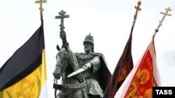 Памятник московскому царю Ивану Грозному в российском Орле