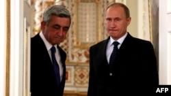 Russia -- President Vladimir Putin (R) and his Armenian counterpart Serzh Sarkisian meet in Novo-Ogaryovo, September 3, 2013