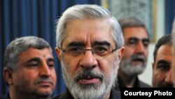 Three advisers to opposition leader Musavi have reportedly been arrested