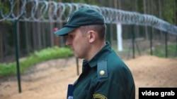 Латвияның Ресеймен шекарасындағы әскери қызметкері. (Көрнекі сурет.)