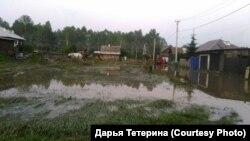 Дорога в городе Нижнеудинск в Иркутской области через месяц после наводнения