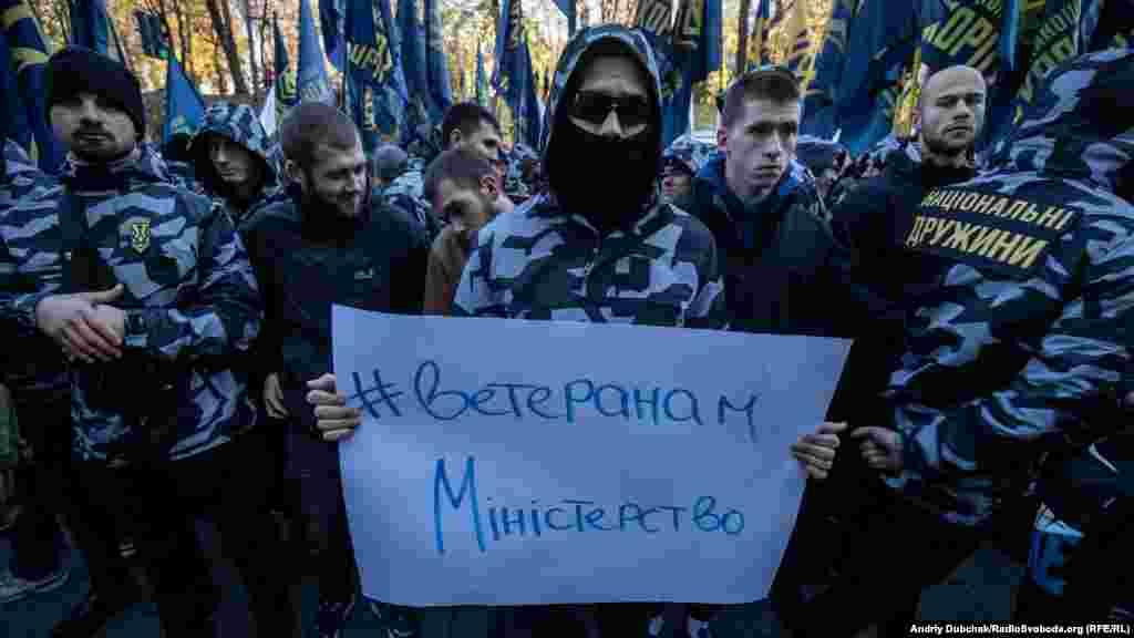 Активісти«Національного корпусу» під час мітингу націоналістичних організацій і учасників війни на Донбасі з вимогою до уряду створити Міністерство ветеранів, Київ, 7 листопада 2018 року БІЛЬШЕ ПРО ЦЕ