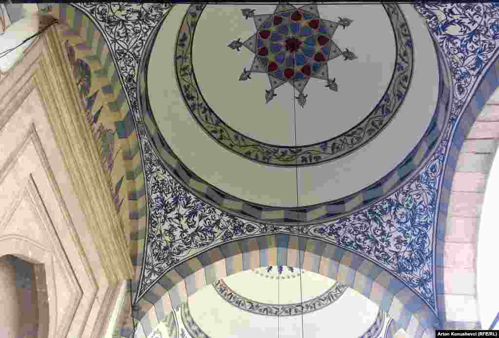 The interior of the Sultan Mehmet Fatih Grand Mosque