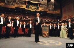 Гюнтер Грасс адабият боюнча Нобель сыйлыгын алгандан кийин. Стокгольм. Швеция. 10-декабрь, 1999-жыл