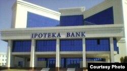 Қашқадарë вилояти Қарши шаҳрида Ипотека банк биноси