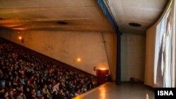 Кинотеатрда отырған ирандықтар. Тегеран, 30 қаңтар 2014 жыл. (Көрнекі сурет.)