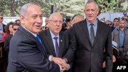 بنیامین نتانیاهو، چپ، رهبر حزب لیکود، و بنی گانتس، راست، رهبر حزب آبی- سفید