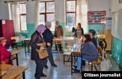 На избирательном участке во время голосования на референдуме в Турции.