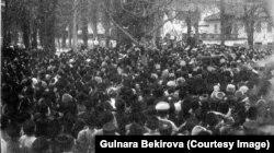 Номан Челебиджихан выступает на открытии Первого Курултая крымскотатарского народа. Архив автора