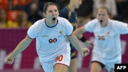 Polufinali meč Crna Gora - Španija na Olimpijadi 2012., na fogorafiji crnogorska rukometašica Milena Knežević