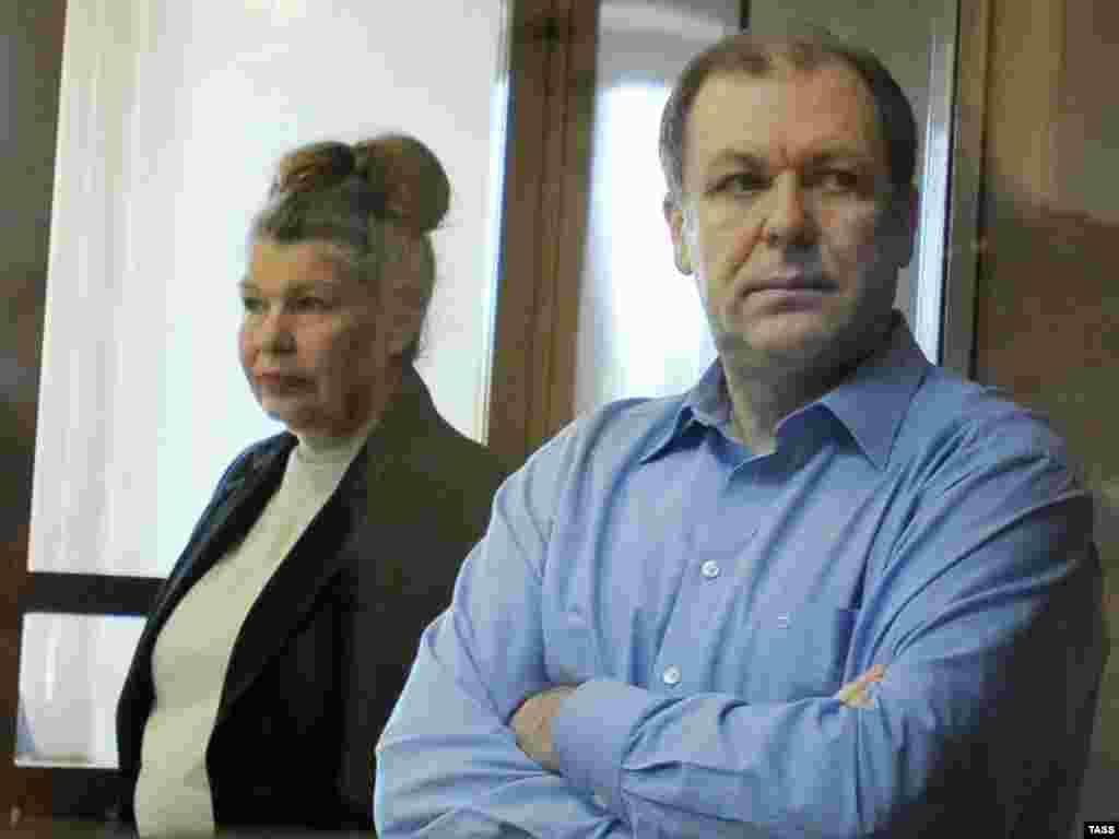 Бывший глава ФОМС Андрей Таранов (справа) приговорен к 7 годам за взятки