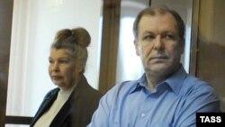 Бывший бухгалтер ФОМС Галина Быкова и экс-глава фонда Андрей Таранов во время оглашения приговора