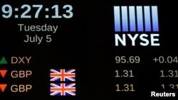 Нью-Йорк қор биржасында сауда басталған соң британ фунт стерлингі бағамының көрсеткіші. АҚШ, 5 шілде 2016 жыл.