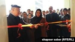 وزیر تحصیلات عالی و مقامات دیگر هنگام افتتاح سه پروژه برای بلند بردن کیفیت تحصیلی و تحقیقی در هرات