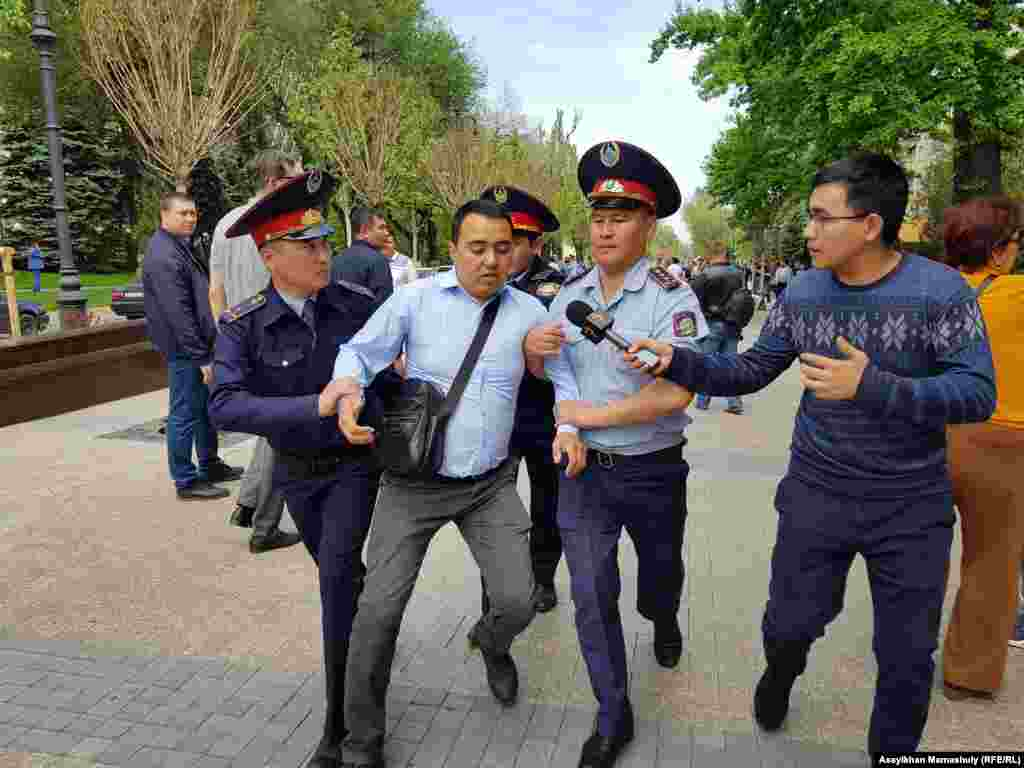 Police arrest protesters in Almaty, Kazakhstan, on May 10. Dozens of people were detained at rallies calling for the release of political prisoners in the Central Asian state. (Assylkhan Mamashuly, RFE/RL)