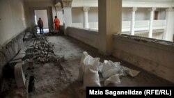 В тбилисском здании парламента ведутся восстановительные работы