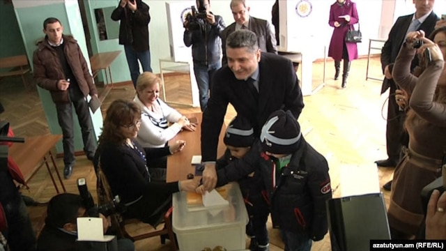 Armenia - Prime Minister Tigran Sarkisian casts his vote at the presidential elections, Yerevan,18Feb,2013