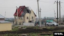 Донбасс: дом, разрушенный при обстрелах (архивное фото).