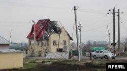 Донбасс: дом, разрушенный при обстрелах (архивное фото)