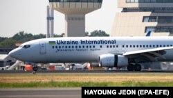 طیارۀ مسافربری بوئینگ ۷۳۷ متعلق به خطوط هوایی اوکراین که با دستکم ۱۷۶ سرنشین در خاک ایران سقوط کرده بود.
