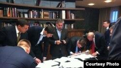 Сторонники Михаила Прохорова пишут заявления о выходе из партии (http://yfrog.com/gyki6zjj)