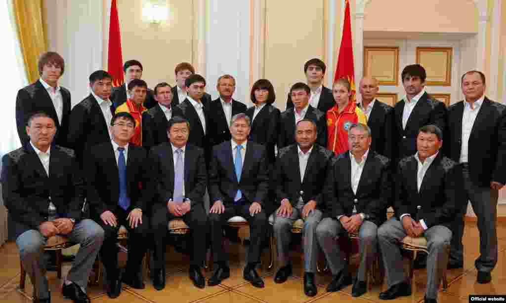 Национальная олимпийская команда КР с главой кыргызского государства
