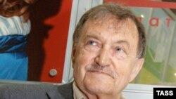 Василий Аксёнов дар синни 77-солагӣ ҷаҳонро падруд гуфт