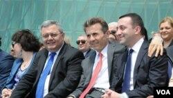 По словам Иванишвили, страна после его ухода будет держаться на трех китах: Ираклии Гарибашвили, Давиде Усупашвили, а также Георгии Маргвелашвили
